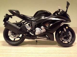 Miniatura Moto Kawasaki Zx-6r 636 2014 Preta S/ Caixa 1:12