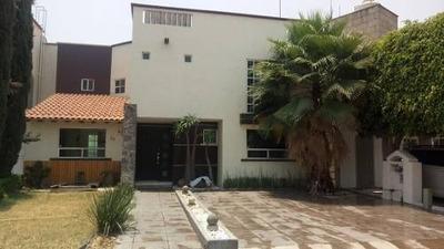 Casa En Renta En Pueblo Nuevo Con 3 Rec., 3 Baños. T. 250 M2, C. 270 M2.