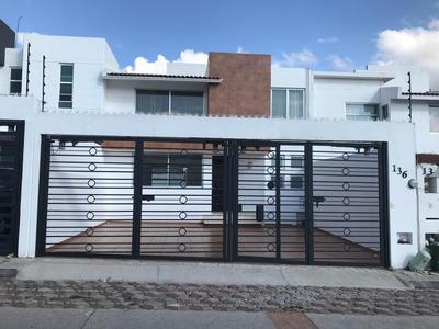 Preciosa Casa En Milenio Iii, 3 Autos, Estudio, 3 Recámaras, Cocina Equipada !!