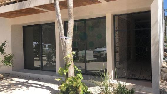 Renta De Local Comercial En Aldea Zama Sobre Avenida Principal - Tulum
