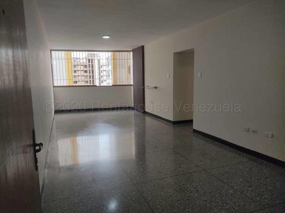 Apartamento En Alquiler En Este 21-2448 Nd