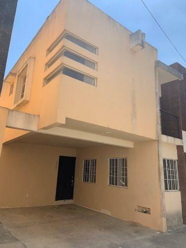 Venta De Casa De 2 Niveles En Conjunto Privado, Col. Reforma, Tampico, Tamaulipas.