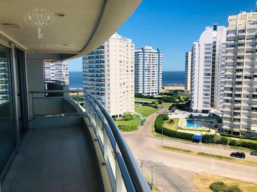 Apartamento Venta - 4 Dormitorios -playa Brava