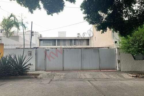 ¡casa En Renta En Fraccionamiento Jardines Del Bosque!