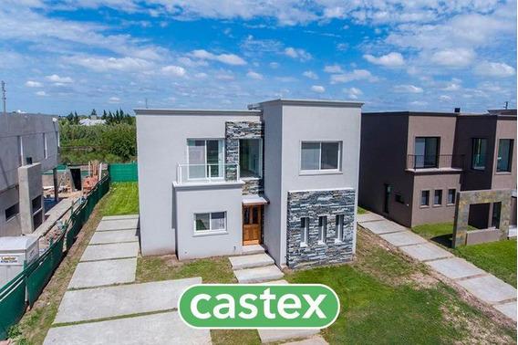 Casa En Venta En Castaños, Nordelta. 3 Dormitorios Y Dependencia