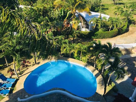 Villa De Dos Niveles, Amueblada Y Con Piscina