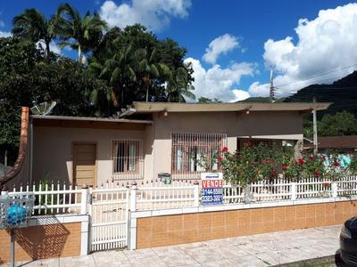 Casa Acolhedora, Com 3 Dormitórios, Um Agradável Espaço Com Churrasqueira E Fogão A Lenha, Área De Serviço No Piso Superior Com Ótima Ventilação - 3578335