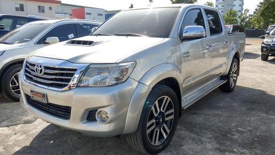 Toyota Hilux Srv Gris 2014