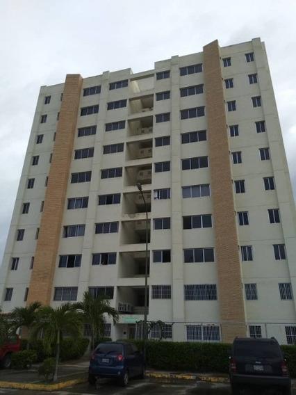 Apartamento En Venta Ubicado En El Guatire Plaza Iii