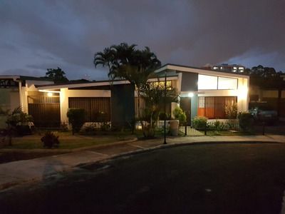 Alquiler Casa En Condominio Los Colegios, Pet Friendly