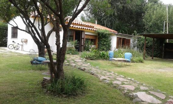 Casa En Venta - 2 Dormitorios - Villa Giardino - Córdoba - Sobre 2 Lotes