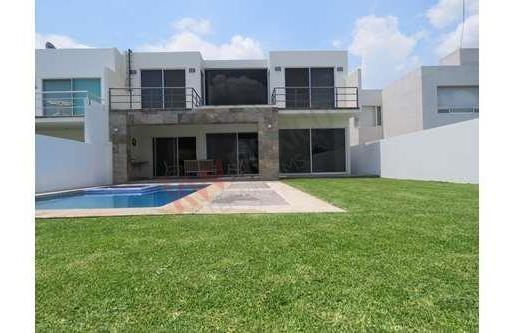 Casa En Venta En Fraccionamiento Con Alta Plusvalía Y Seguridad.