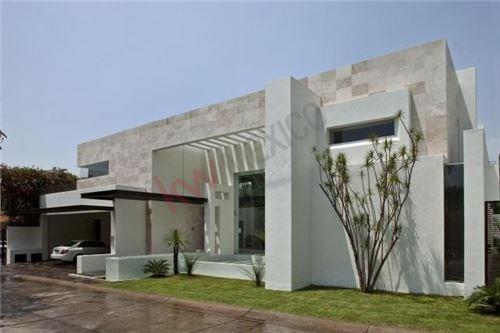 Residencia Minimalista En Club De Golf Tabachines, Cuernavaca, Morelos