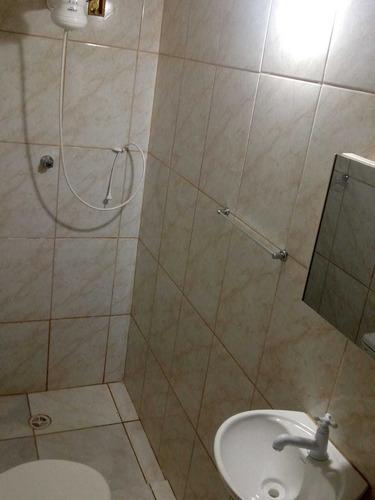 Imagem 1 de 4 de Aluga-se 2 Cômodos Com Água E Luz Incluso.