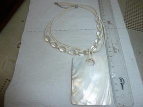 Colar 40cm Missanga Branca Oval Transprnt Medalhão Perolizad