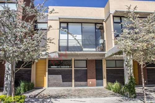 Casa En Venta En Residencial Castilla La Nueva $2,220,000.00 A Un Costado De Zona Industrial
