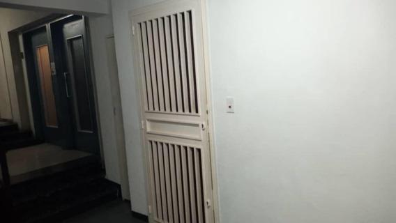 Apartamento En Venta Las Acacias 20-17910