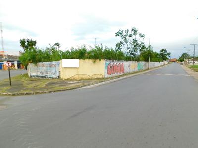 Área No Centro De Peruíbe À Venda.