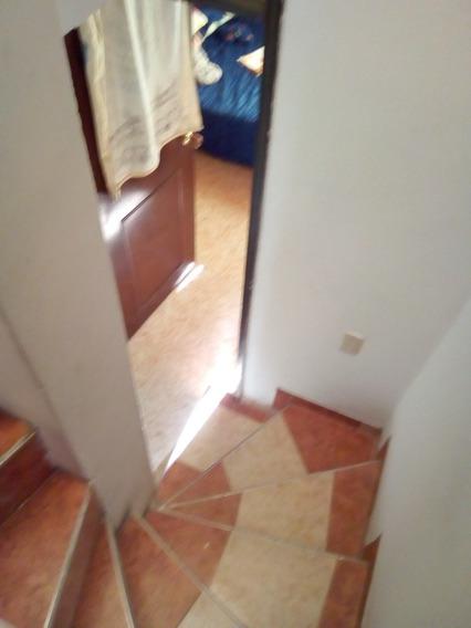 Casa 2 Habitaciones Un Baño De Tres Pisos Con Plancha