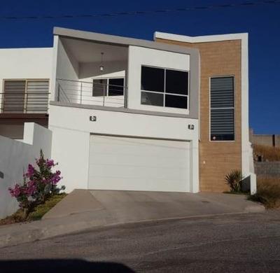 Hermosa Casa En Las Fuentes Con Excelente Vista