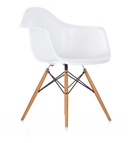 Silla Eames Con Posabrazo, Patas De Madera, Diseño
