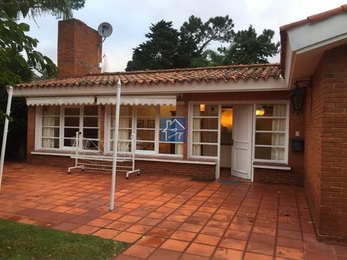 Casa En Venta, Playa Mansa.- Ref: 165