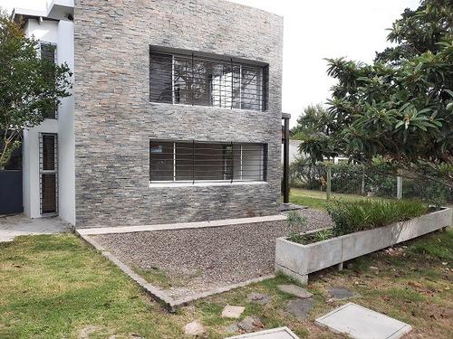 Vendo Casa Minimalista, Arroyo, Deportes Acuáticos Y Tierra
