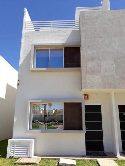 Casa En Venta 3de Niveles Con 3 Recàmaras Roof Garden, Polígono Sur, Cancùn