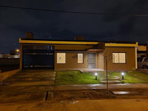Imagen 1 de 14 de Dueño Vende Casa A Estrenar  En Barrio Comarca De Allende