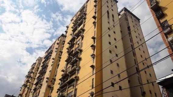 20-8872 Apartamento En Venta Urb El Centro Maracay/ Wjo