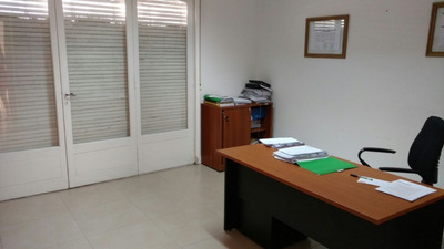 Departamento De Oficinas 6 Ambientes, Muy Alta Renta, Buen Estado Sobre Peatonal San Martin, Semipis