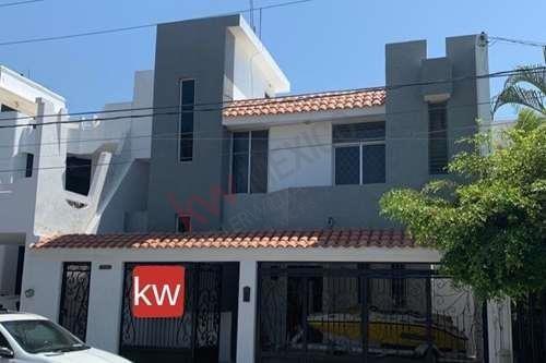 Casa En Lomas De Mazatlán 4 Recamas Una En Planta Baja