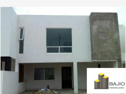 Casa Sola En Venta Frac. Santa Lucia