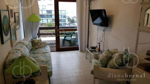 Apartamento De 1 Dormitorio En Edificio Ubicado En Primera Línea De Playa Mansa. - Ref: 2322