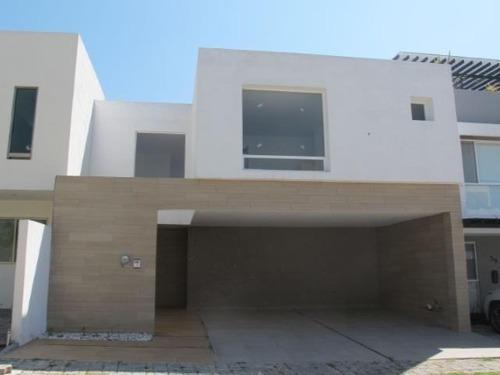 Casa En Venta En Parque Nuevo León En Lomas De Angelopolis
