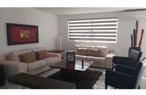 Renta De Casa Amueblada En Privada Residencial Del Parque Con Vigilancia Las 24hrs. $23,000.00