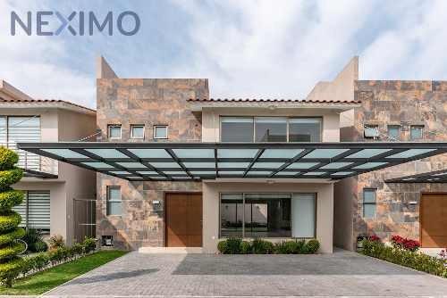 Excelente Casa En Metepec. Acabados De Lujo Y Buena Ubicación