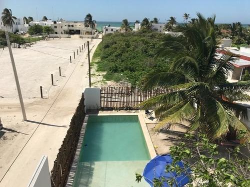 Imagen 1 de 9 de Casa En La Playa, Km 12 Chicxulub, Yucatán, 5 Recámaras, 2 C