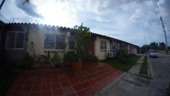 Casa En Venta 20-1988 Jm Cabudare Centro 04145717884