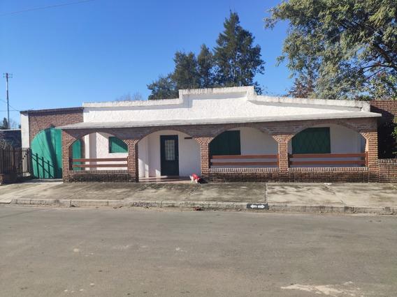 Casa Estilo Campo Ubicada En Zona Urbana Fray Bentos