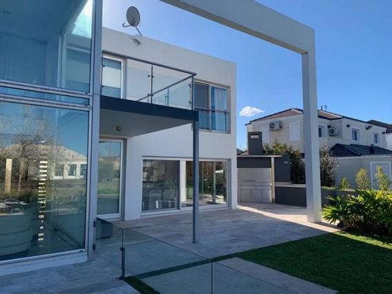 Hermosa Casa Al Lago. Lote En Esquina. Puro Diseño!