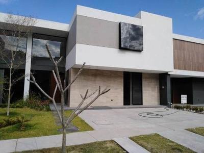 Venta Hermosa Residencia Parque Virreyes En Guadalajara.
