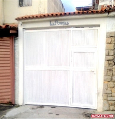 Casa Con Apartamentos La California El Marques