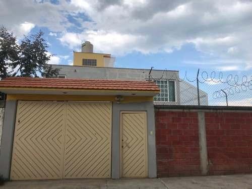 Casa En Renta Dentro De Privada En San Felipe Tlalmimilolpan, Toluca