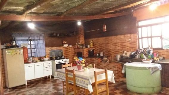 São Três Quartos Sendo Uma Suíte Cozinha Caipira Com Fogão A