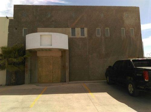 Renta De Local Para Salón De Fiestas ,gym ,bodega Sobre Avenida Principal