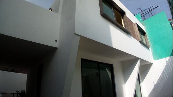 Hermosa Casa Recien Remodelada, 3 Recamaras, Dos Baños