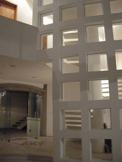 Casa Moderna Y Minimalista Bien Construida Estupendo Precio