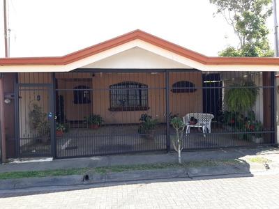 Residencial Los Lirios, Casa Con Cochera 3 Carros Y Patio
