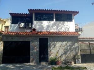 Casas En Venta El Bosque Valencia Carabobo 19-9748 Rahv